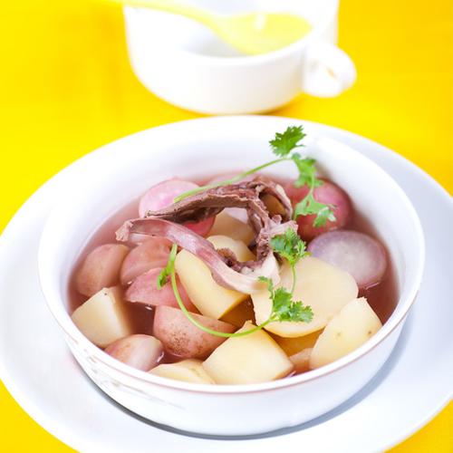 Canh tim hầm củ cải đỏ khoai tây, món ngon từ ngoài vào trong 3