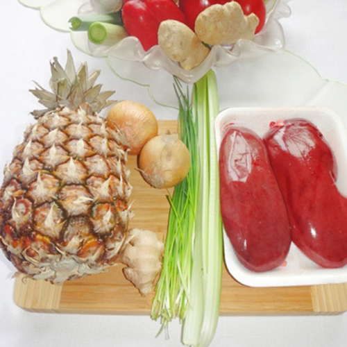 Tạo ra hương vị thơm ngon riêng biệt từ cật lợn xào dứa hành1