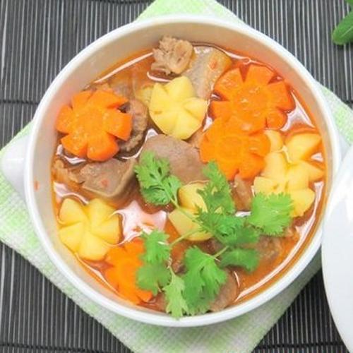 Lưỡi heo nấu rau củ món ngon cho bữa chiều thứ 7